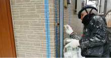 サッシ周辺や外壁の繋ぎ目にはシーリングの打ち替えが必要です