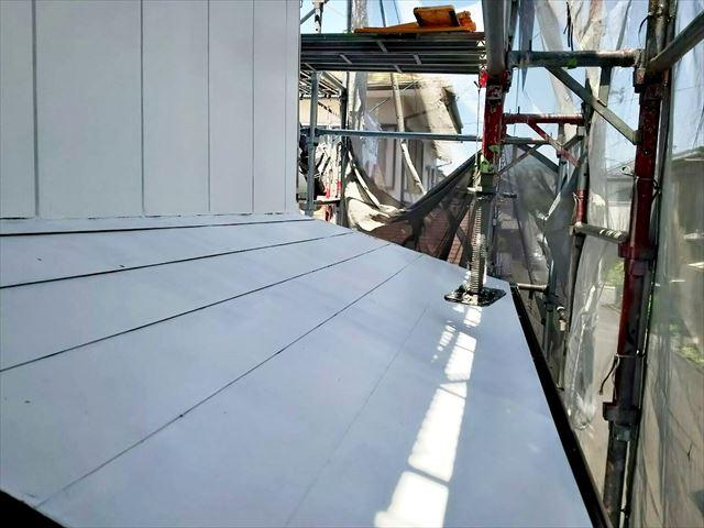 多治見市、屋根の下塗り1回目です
