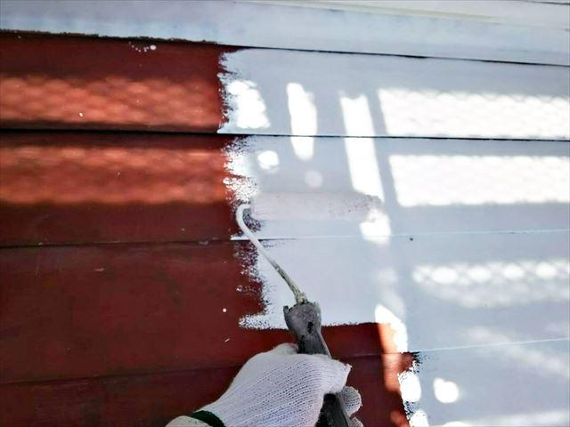 多治見市、屋根の下塗りです