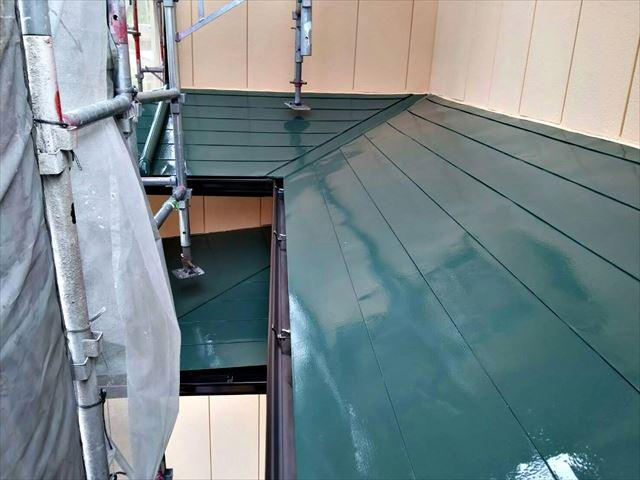 屋根の上塗りです