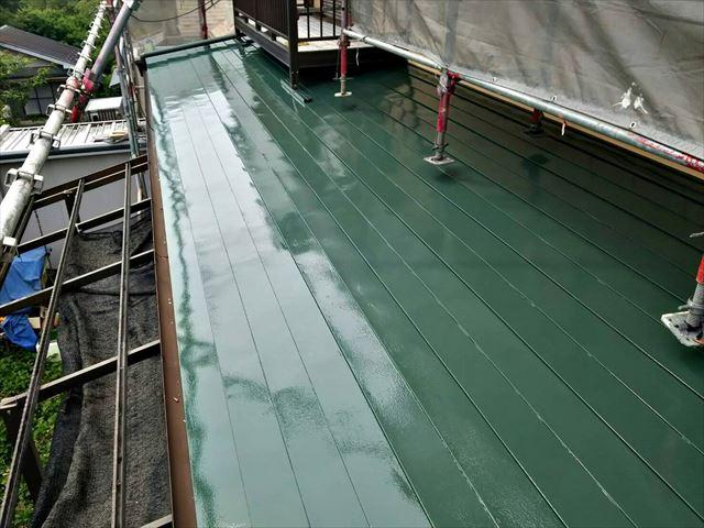 屋根の中塗り完了です