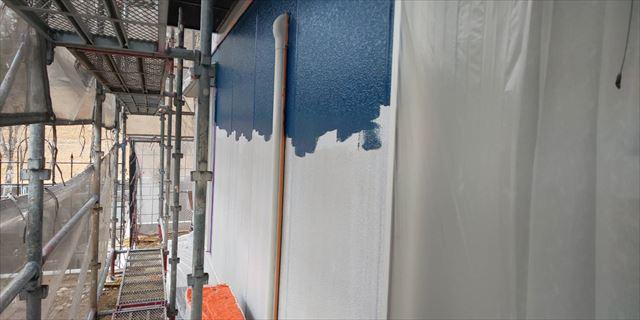 瑞浪市で外壁塗装中塗り