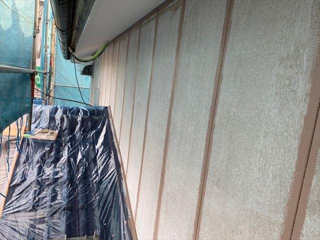 瑞浪市で外壁塗装、中塗り