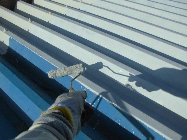折半屋根下塗り
