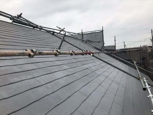屋根の中塗り、完了です