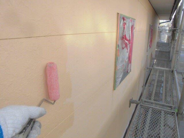 外壁の下塗り1回目です
