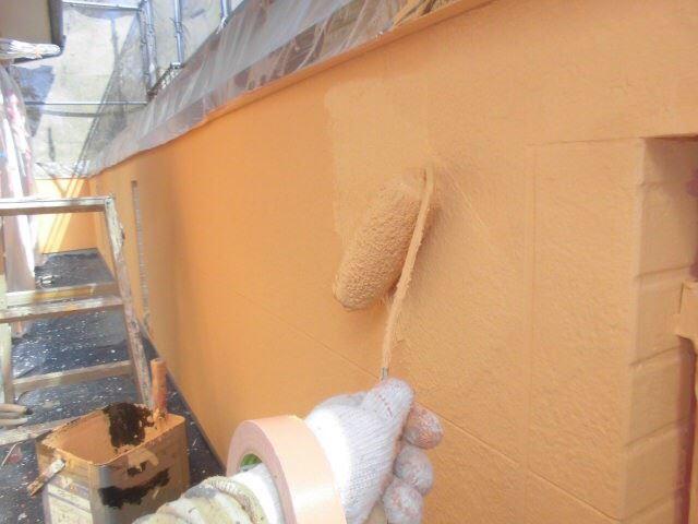 外壁の上塗り塗装です。