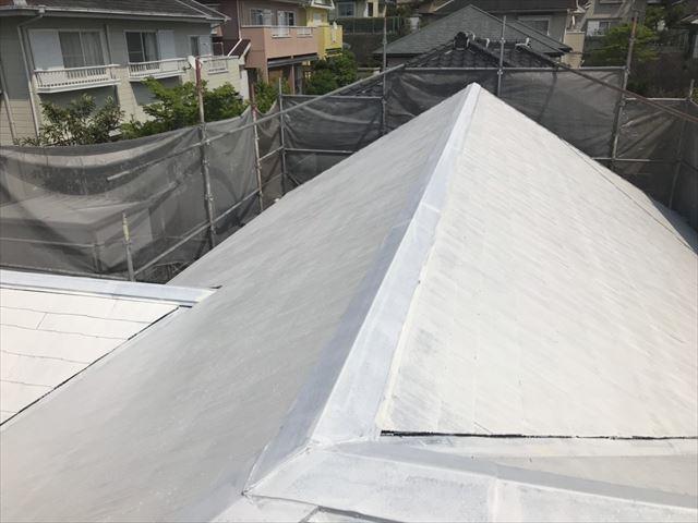 屋根の下塗り2回目、完了です