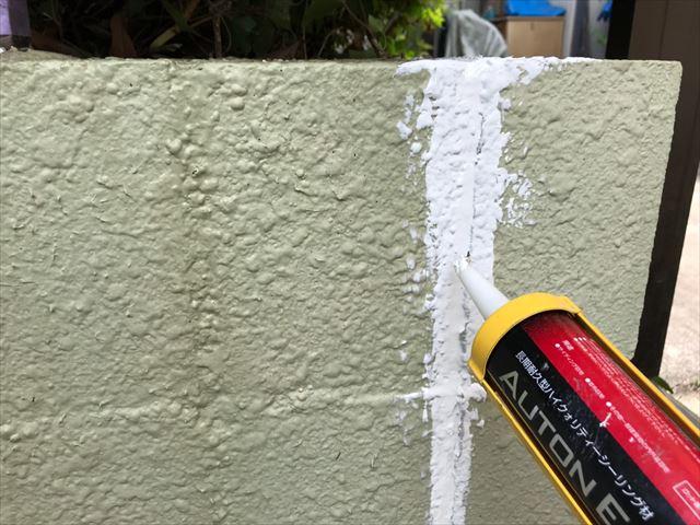 ブロック塀のコーキング補修です