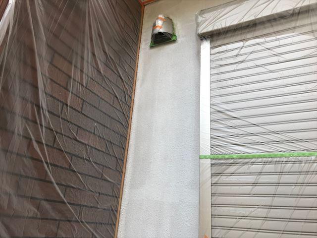 外壁塗装の下塗り塗装です