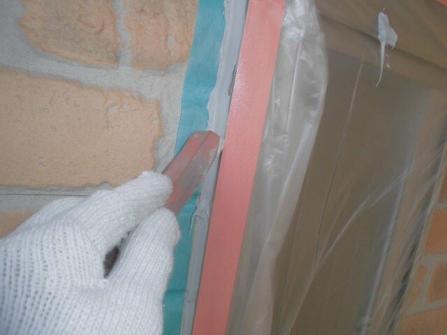 恵那市で外壁塗装 目地打ち替え ヘラでならし