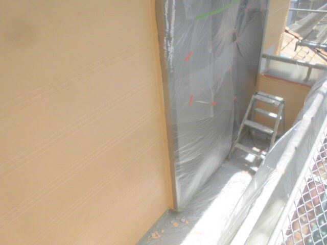 恵那市で外壁塗装 中塗り
