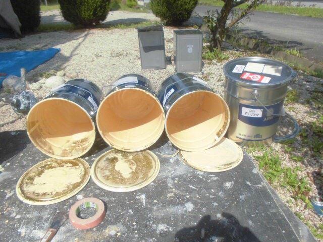 恵那市で外壁塗装 中塗り塗料缶