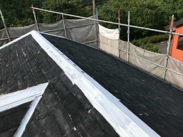 屋根の棟板金の下塗り塗装です