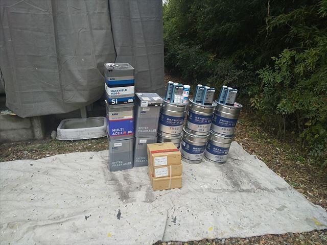 使用する塗料缶の一部です