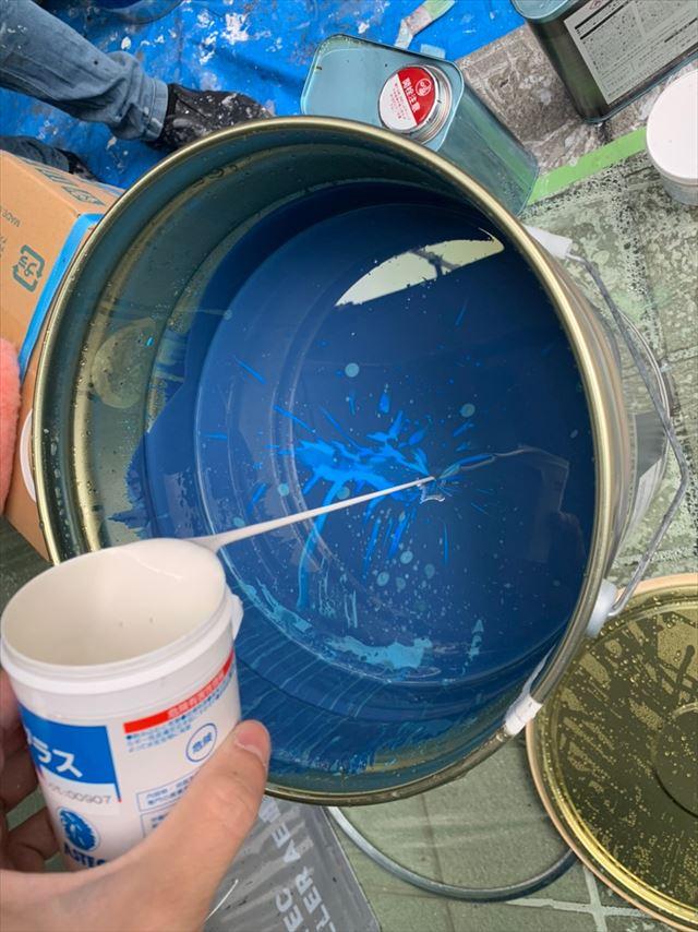 上塗り塗料に防カビ剤投入