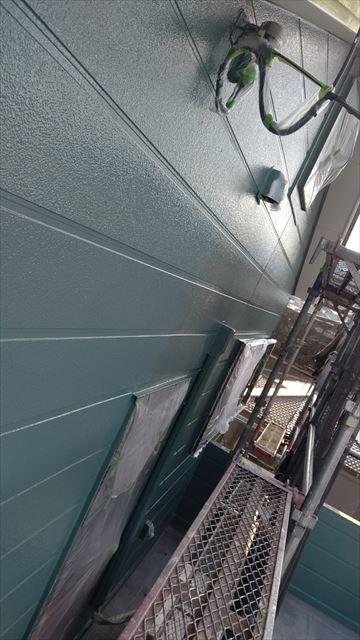 中津川市中津川で屋根外壁塗装上塗り塗装