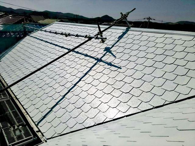屋根の下塗り塗装、完了です
