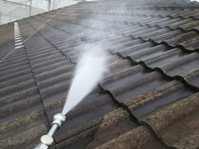 モニエル瓦屋根の洗浄です