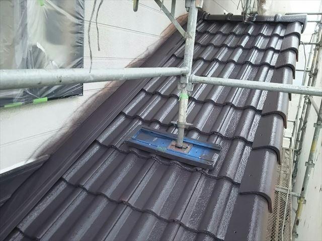 モニエル瓦屋根の中塗り塗装、完了です