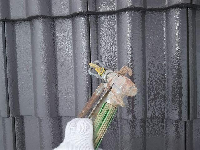 モニエル瓦屋根の上塗り塗装です