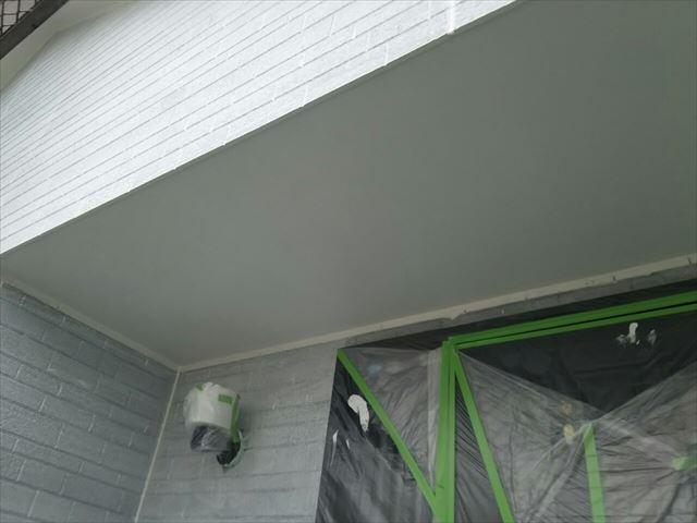軒天の2回目塗装、完了です
