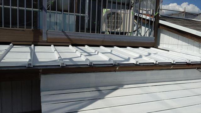 瓦棒屋根の下塗り塗装