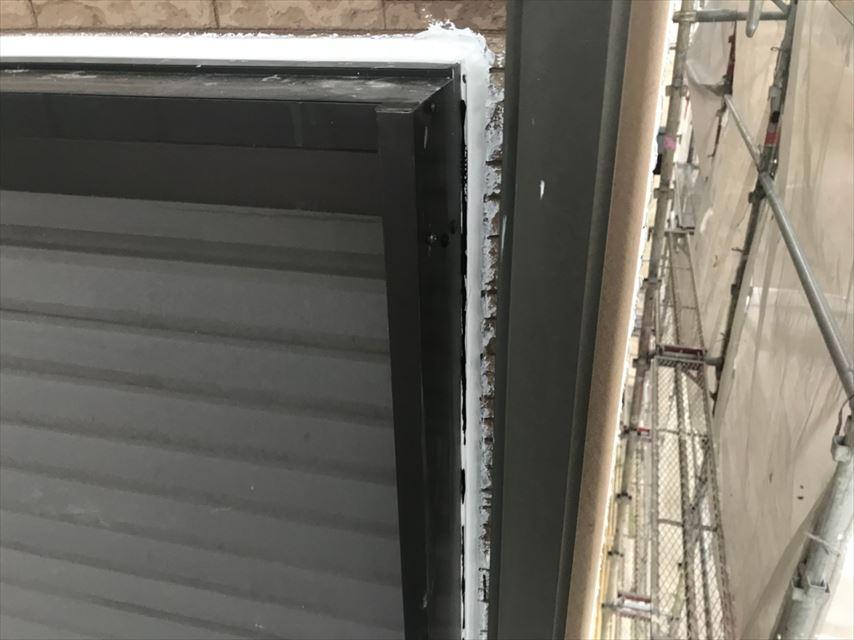 窓まわりのコーキング補修です