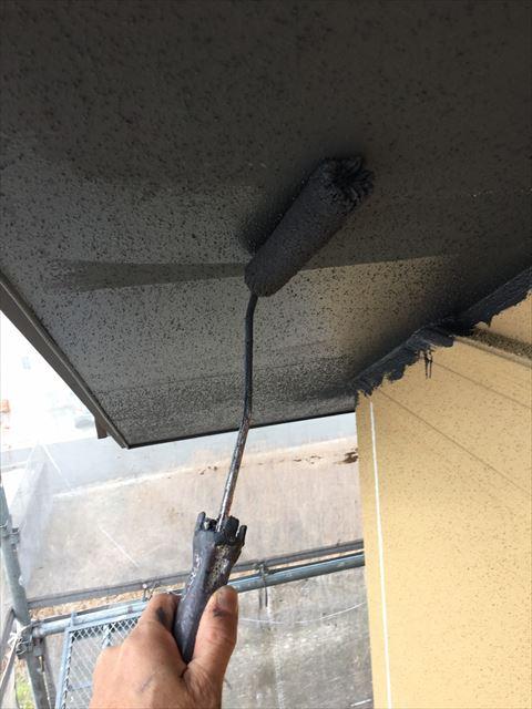 多治見市滝呂町で屋根外壁塗装工事軒天塗装2回目