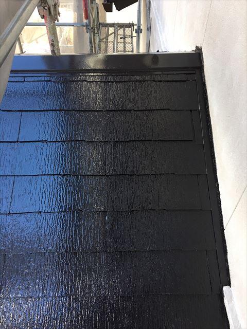 多治見市滝呂町で屋根外壁塗装工事やね中塗り塗装