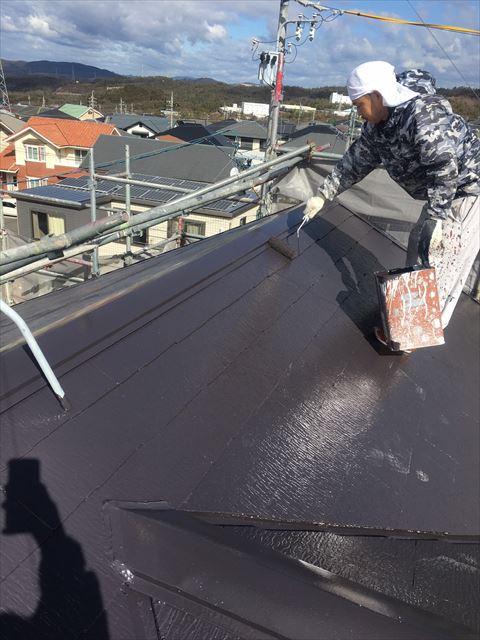 多治見市滝呂町で屋根外壁塗装工事やね上塗り塗装