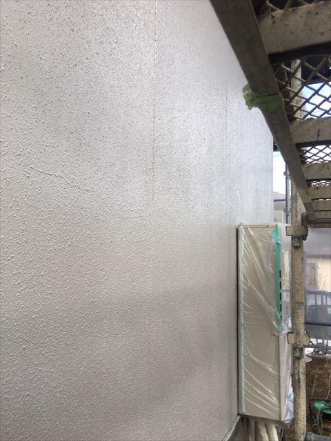 多治見市滝呂町で屋根外壁塗装工事外壁中塗り塗装