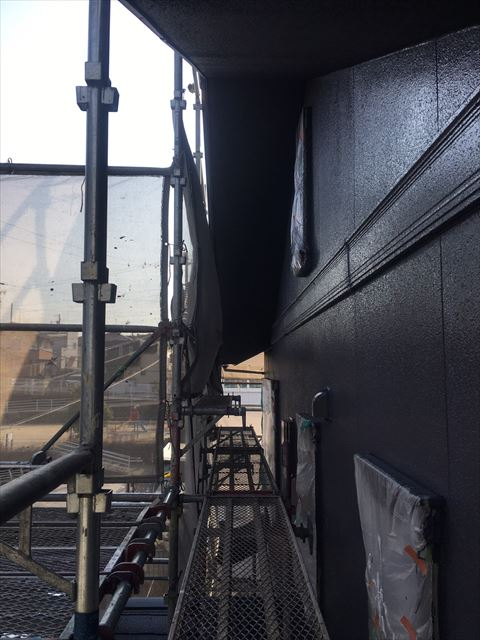 多治見市滝呂町で屋根外壁塗装工事外壁上塗り塗装