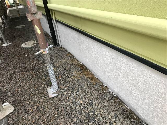 基礎の部分のベースガード塗装です