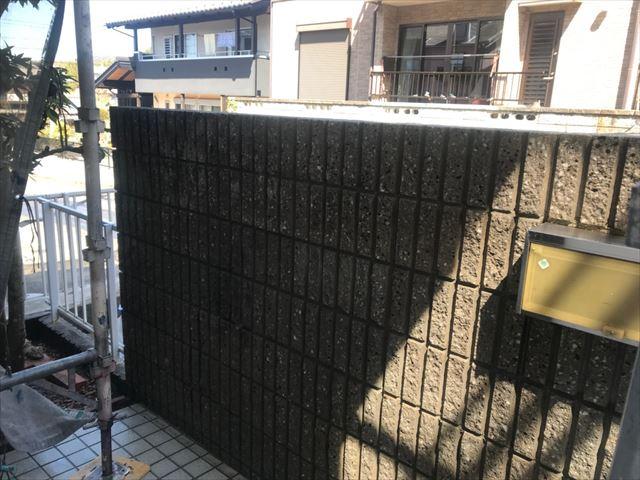 多治見市、ブロック塀のバイオ洗浄