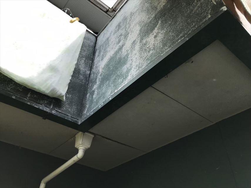 ベランダ下、軒天井浮き