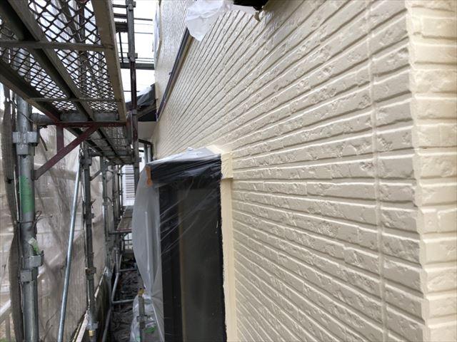 土岐市で外壁塗装の中塗り