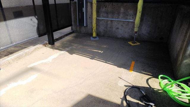 駐車場の洗浄です