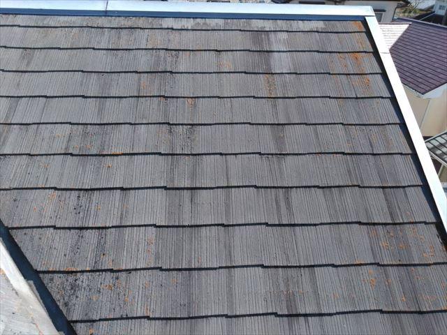 屋根の色褪せがあります