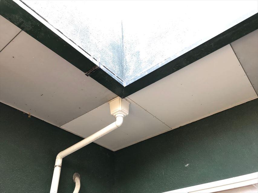 ベランダ下、軒天井張り替え