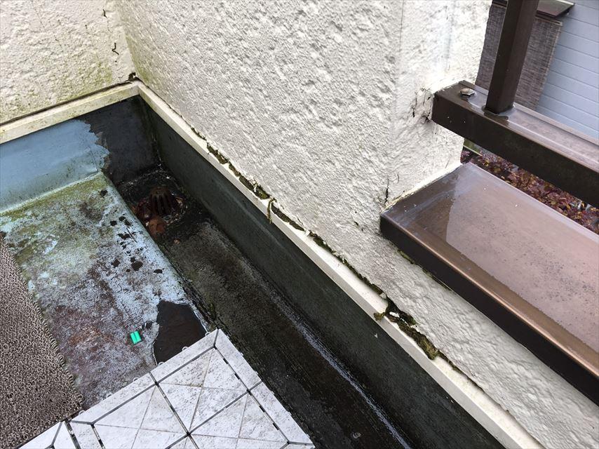 ベランダ 凹んだ部分の隙間から雨侵入