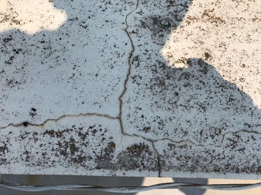 雨漏り 外壁亀裂
