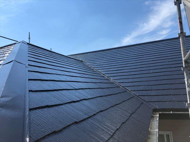 屋根の仕上げ塗装です