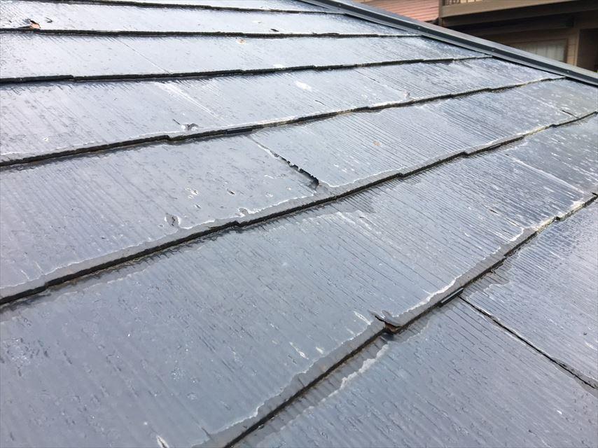屋根に欠けたような跡