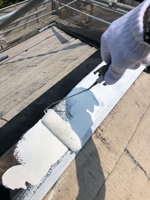 棟板金の下塗り塗装です