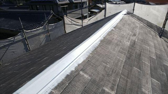 屋根、棟板金の下塗り塗装