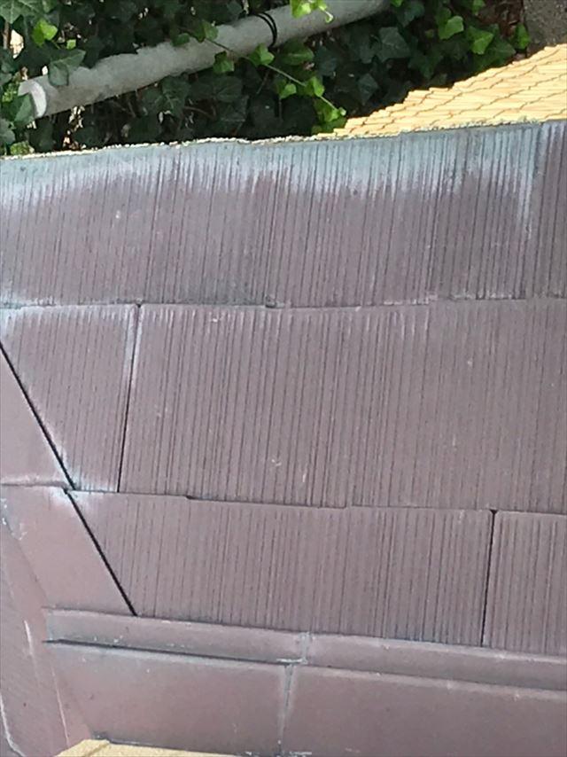 スレート屋根全体の色褪せ