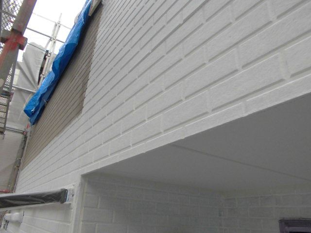 瑞浪市、外壁の下塗り