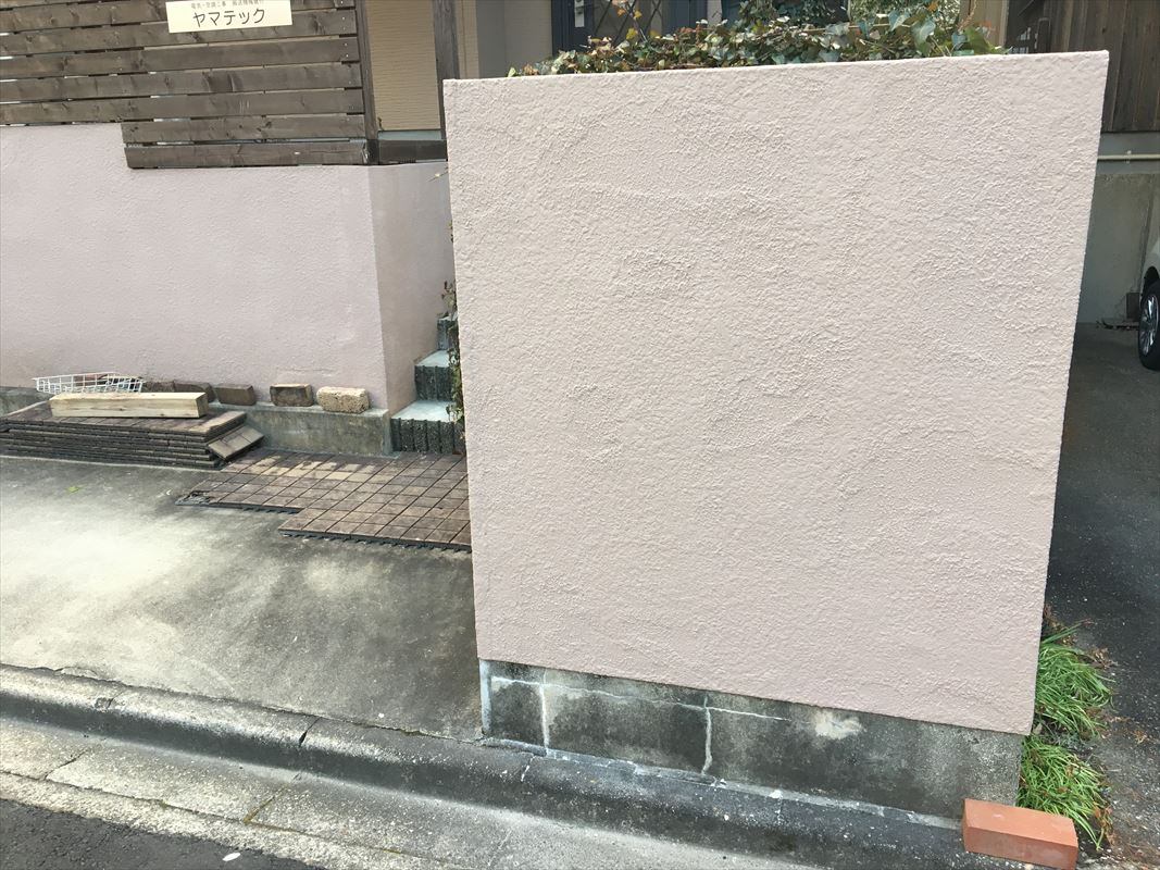多治見 塀の塗装 外壁の部分補修 マスチックローラーで塗装
