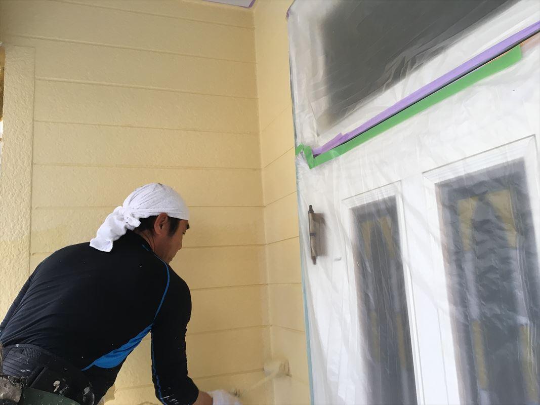 多治見市 外壁塗り替え ローラーで丁寧に手塗り塗装